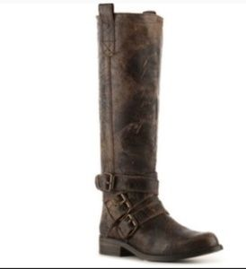 EUC Steve Madden Brodiee distressed boots